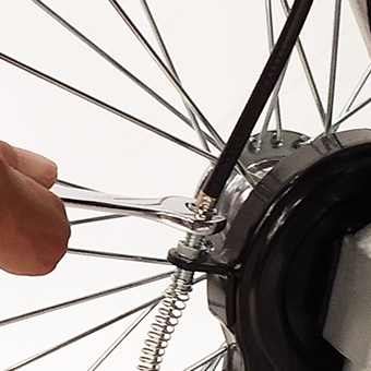 ドラムブレーキのボルトを調整