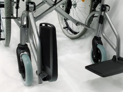 車椅子のフットサポートの固さ調整4