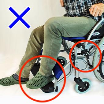乗降時に車椅子ステップ板に乗らない